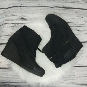 Toms ankle bootie sweater style zip up wedges sz 9